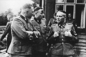 Rudolf Hess sa SS oficirima