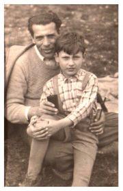 Osmogodišnji Ranko sa svojim ocem
