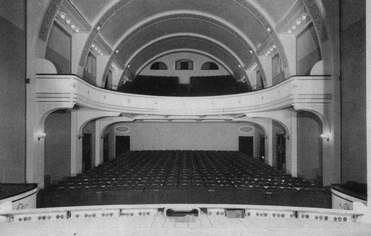 Obnovljeno gledalište Malog kazališta koje postaje Zagrebačko dramsko kazalište 1954. godine