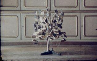Insert iz 'In/Dividu' (1999), r. Nicole Hewitt