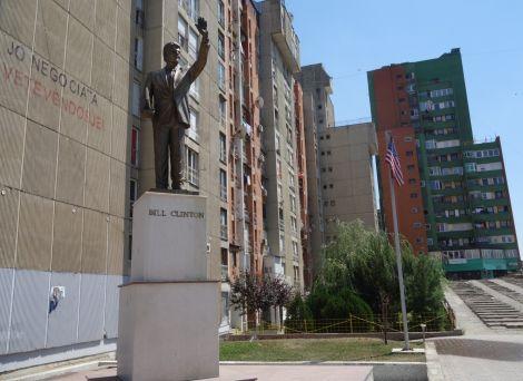 Spomenik Bil Klinton, Priština